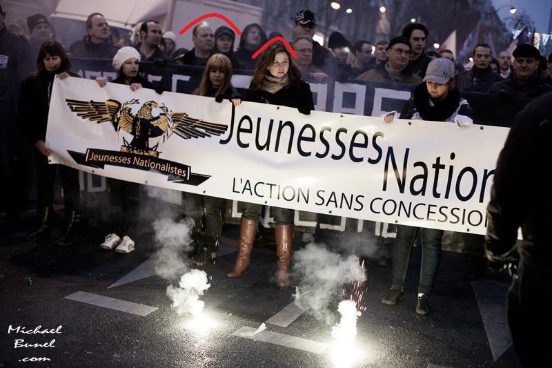 Pierre-Marie Bonneau, Loïc Staïano et Laura Lussaud en tête du cortège des Jeunesses Nationalistes à Paris le 13 janvier 2013 dans le cadre de la Manif Pour Tous de Frigide Barjot.