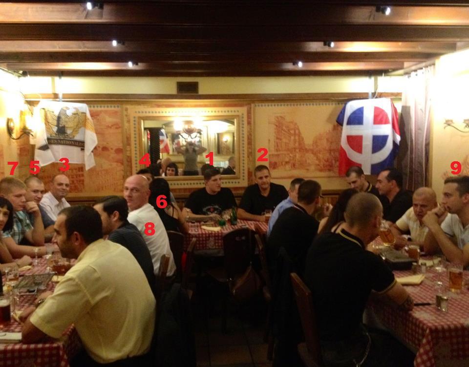 The fameuse réunion de création des JN Toulouse à 70 à la Taverne Bavaroise le 8 septembre 2012 encadré par les drapeaux des Jeunesses Nationalistes et de l'œuvre Francaise.