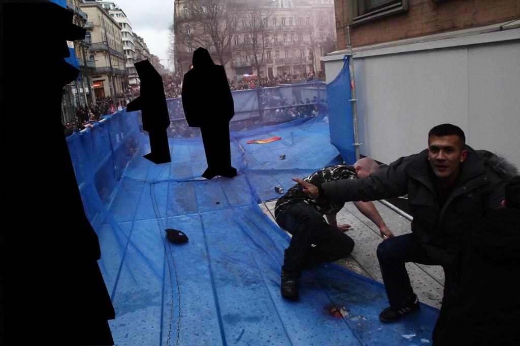 A Toulouse, Victor Lenta le 19 janvier 2013 protégeant sa marmaille de militant quelques secondes après une petite échauffourée suite à une action avortée des JN Toulouse contre une manifestation pro-mariage gay. Voir les détails ici http://unionantifascistetoulousaine.wordpress.com/2013/01/21/la-manif-passe-les-fachos-degoupillent-et-vacillent/.