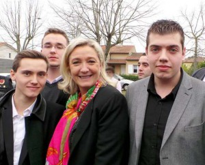 Dans l'ordre, de gauche à droite : Alexis Lauzerte, Nicolas Boutin , Marine Le Pen, Olivier Lupion (militant au Bloc Identitaire et au Front National) et Mathieu Lachuries (secrétaire départemental FNJ) à Blagnac le 19 janvier dernier.