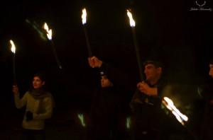 Dans l'ordre, de gauche à droite : Sixtine Jeay, Adrien Dominguez (responsable des identitaires de Castres), Romain Carriére (responsable des identitaires de Toulouse). Les trois compères fêtent Yule, le « noël des païens http://fr.wikipedia.org/wiki/Yule» en décembre 2013. Bien qu'ancienne militante du groupe catho-facho Renouveau Français, Sixtine n'est qu'une « sorcière hérétique satanique ». Avec l'extrême droite, on n'est jamais à une contradiction prés.